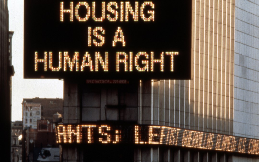 Martha Rosler, Housing Is a Human Right, Times Square Spectacolor sign, New York, 1989 In der Serie Messages to the Public Ein Projekt des Public Art Fund